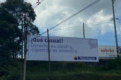 Valla de Paola Holguín