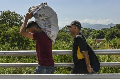 Venezolanos llegando a Colombia