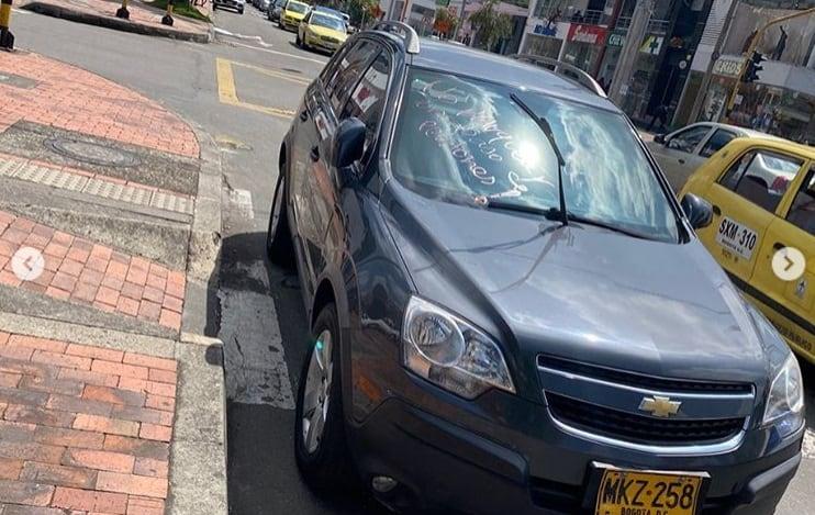 Conductor mal parqueado