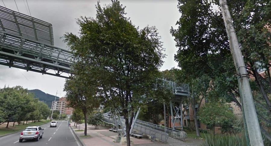Puente peatonal de la calle 123 con carrera Novena