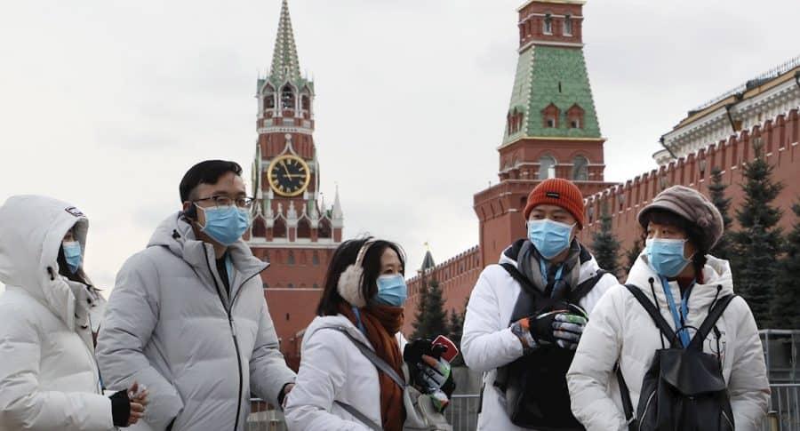 Chinos en Moscú, tapabocas