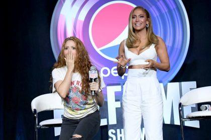 Shakira y Jennifer López, cantantes.