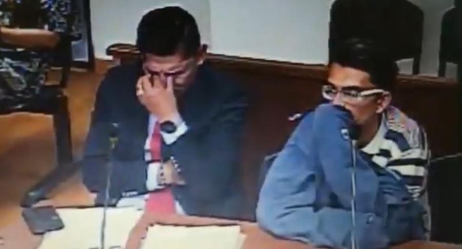 Momento en el que el abogado llora en la audiencia
