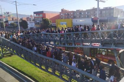 Transmilenio durante día sin carro en Bogotpa