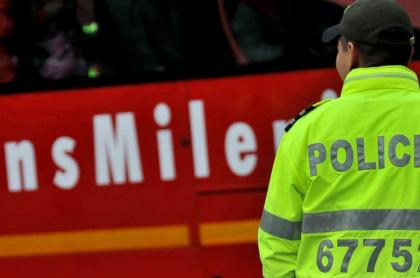 Policía en Transmilenio