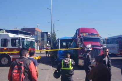 Accidente entre bus del SITP y tractomula