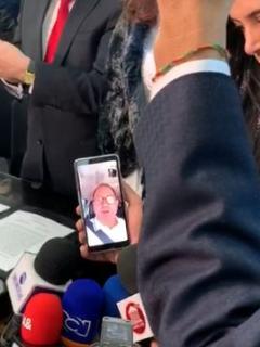 Congresista se posesiona por videollamada.