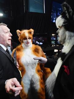 Rebel Wilson y James Corden, disfrazados de gatos para los premios Óscar 2020.
