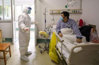 Doctores en hospital de Wuhan-donde-tratan el coronavirus Covid-19