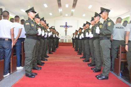 Policías en misa