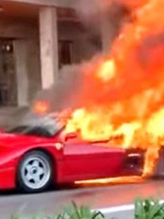 En video, frustrado conductor ve con impotencia cómo se quema su legendario Ferrari
