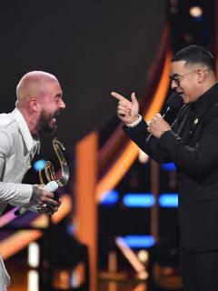 """[Video] """"De ícono a ícono mundial"""": Daddy Yankee consagró a J Balvin en premios Lo Nuestro"""