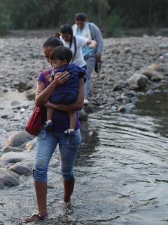 Trágica historia de venezolana a la que se le murió su bebé de 2 meses, en sus brazos