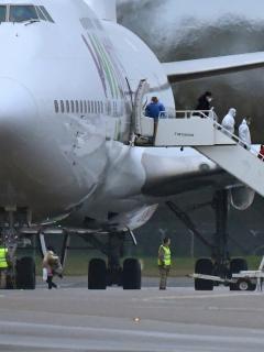 Le surgió achaque a vuelo que iba a evacuar colombianos en China