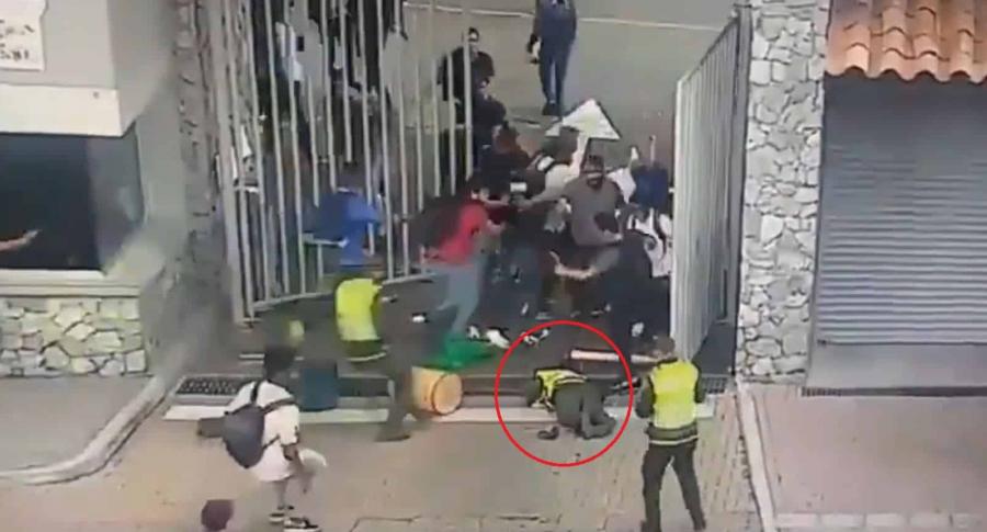 Policía herido en disturbios en universidad de Medellín