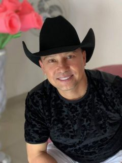 Giovanny Ayala abrirá motel… y sí, tendrá el nombre de su famosa canción