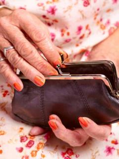 Bondadosa mujer dejó 9 millones de dólares al morir y donó cada centavo
