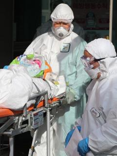 Murieron primeros europeos infectados con coronavirus, después de 10 días hospitalizados
