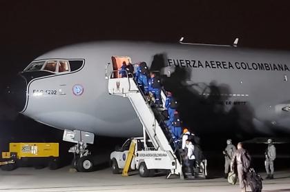 Tripulación que evacuará a colombianos de China