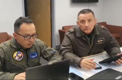 Miembros de la Fuerza Aérea de la misión para traer a colombianos de Wuhan