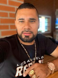 Francisco Gómez, cantante de música popular.