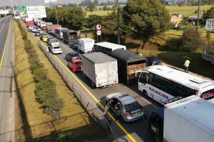 Trancón en la vía Bogotá-Facatativá
