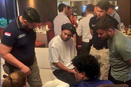 Ronaldinho detenido en Paraguay