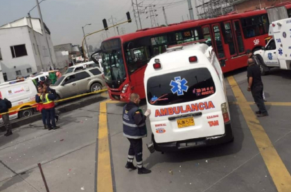 Accidente de ambulancia y bus de Transmilenio