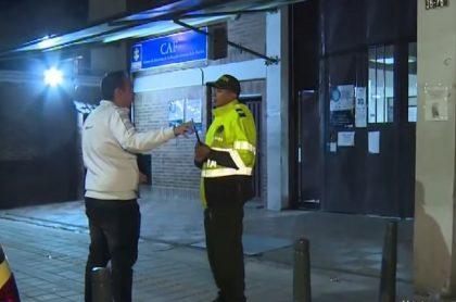 Comerciante denuncia que policías lo robaron