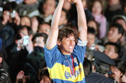 Jorge 'Patrón' Bermúdez levantando la Intercontinental con Boca.