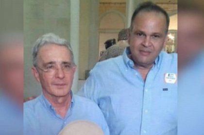La imagen de Álvaro Uribe con el 'Ñeñe' Hernández.