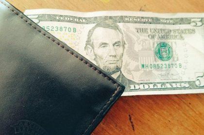 Dólar en la billetero.