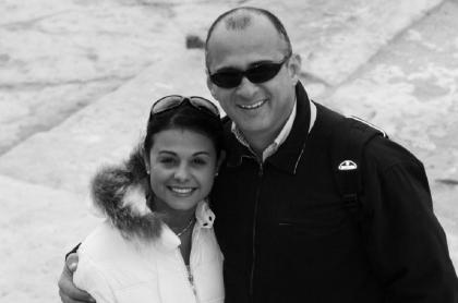 Jota Mario Valencia, presentador, con su esposa 'Neth' Fuentes.