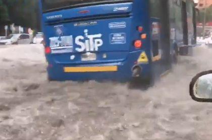 Lluvias en Bogotá colapsan movilidad