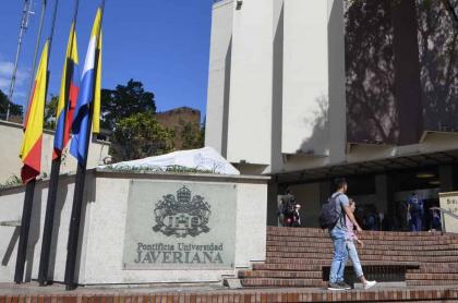 Javeriana cancela grados y estudiantes se molestan