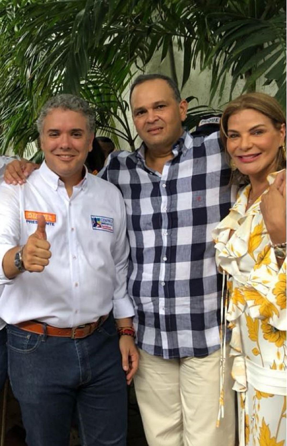 Video de abrazo del Ñeñe Hernández con Duque en Valledupar