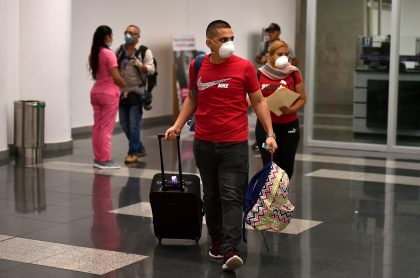 Colombiano evitando coronavirus