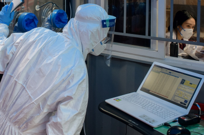 Científicos en laboratorio.