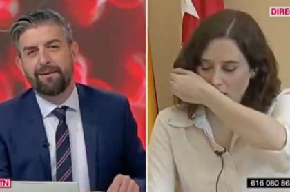 Política española tose durante entrevista.