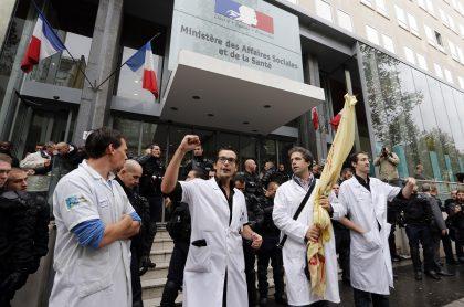 Médicos franceses protestando