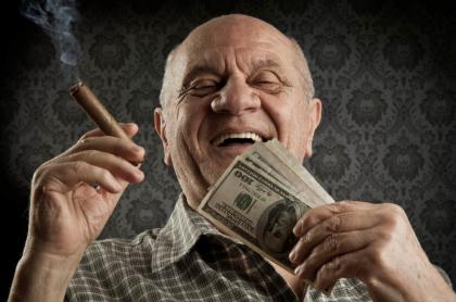 Hombre con dinero.