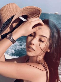Aída Victoria Merlano posó en paradisiaca playa y compartió en Instagram tres fotografías con un estilo de portada de cuaderno.