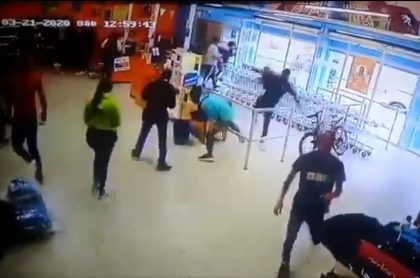 Supermercado asaltado por venezolanos