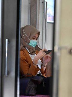 Mujer se proteje del coronavirus