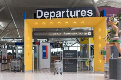 Puerta de salidas en el aeropuerto de Brisbane, Australia, en medio de la pandemia por coronavirus COVID-19