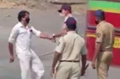 India golpes con palo