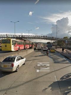 Puente peatonal desde el que cayó la víctima