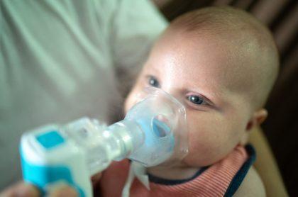 Bebé con respirador