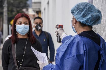 Prueba de fiebre en Bogotá durante la pandemia de coronavirus COVID-19