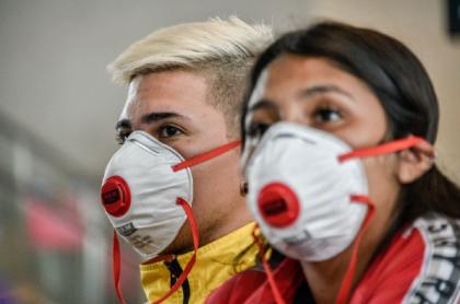 Personas con tapabocas en Colombia durante pandemia de coronavirus COVID-19